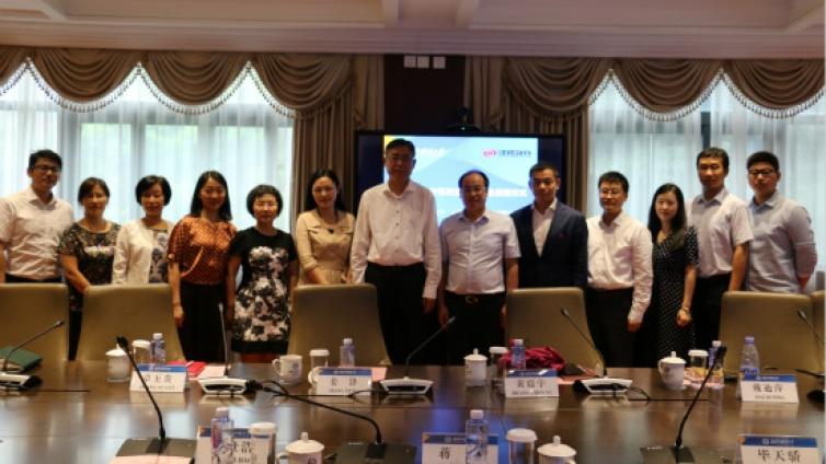 上海外国语大学与泽稷教育签订产学研合作暨教育基金捐赠协议