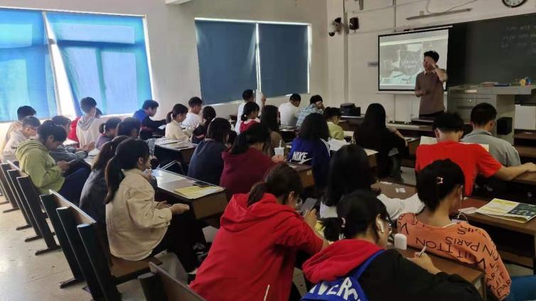 泽稷教育·湖南财政经济学院金融二班金融职业规划讲座成功举办