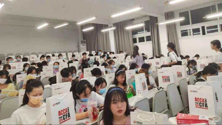 泽稷教育·江汉大学商学院财会金融知识推介会顺利举办